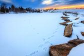Zachód słońca nad zamarzniętym jeziorze — Zdjęcie stockowe