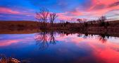 Gün batımı göl üzerinde — Stok fotoğraf