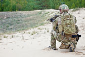 Soldier in the desert — Stock Photo