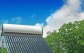 Solární vodní topný systém — Stock fotografie