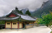 Seoraksan Buddhist temple — Stock Photo
