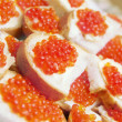Red caviar on a plate — 图库照片