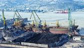 El puerto terminal para la carga de carbón — Foto de Stock