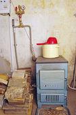Caldera de agua de acero con una placa de horno — Foto de Stock