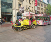 SHANGHAI, CHINA-15 OKT.2013 locomotive to transport tourists — Stock Photo