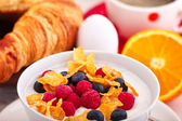 Cornflakes and fruit curd — Stock Photo