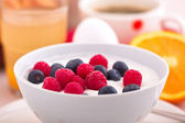 Curd with fresh fruit — Stock Photo