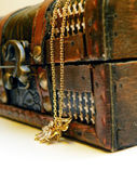 Old treasure chest — Stock Photo