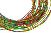 Fascio di cavi gialli rossi e verdi, isolato su bianco — Foto Stock