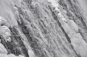горный водопад в зимний период — Стоковое фото