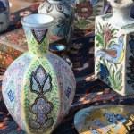 Flea market with porcelain — Stock Photo