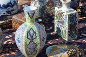 Mercado de pulgas con porcelana — Foto de Stock