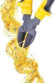 黄色的金属钳和电缆 — 图库照片