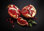 Sappige granaatappel open — Stockfoto