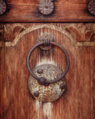 Old rusty gate latch on the wooden door — Stock Photo