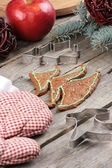 Christmas tree shaped gingerbread cookie on the table — Stock Photo