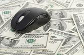 Dólares estadounidenses y ratón de la computadora — Foto de Stock