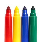 Beyaz arka plan üzerinde izole çok renkli keçeli kalemler — Stok fotoğraf