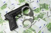Immagine della vecchia pistola e soldi — Foto Stock