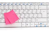 ноты на клавиатуре белый — Стоковое фото