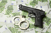 Image of the old gun and money — Stock Photo