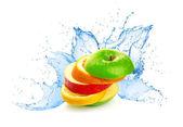Frutta mescolare in acqua splash — Foto Stock
