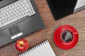 Laptopa i biurowe — Zdjęcie stockowe