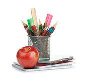 Potlood doos met school apparatuur — Stockfoto