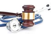 Brązowy młotek i medyczny stetoskop — Zdjęcie stockowe