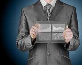 Kaufmann mit Finanzsymbole — Stockfoto