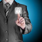 Naciskając przycisk wirtualne bezpieczeństwo biznesmen — Zdjęcie stockowe