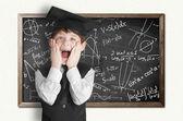 Blackboard formüllerle çocuğa — Stok fotoğraf
