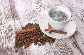 Kahve fincanı ve fasulye — Stok fotoğraf