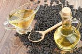 Slunečnicová semena a olej — Stock fotografie
