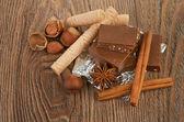 čokoláda, ořechy a koření — Stock fotografie