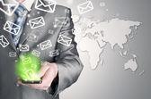 Er schickt e-Mails — Stockfoto