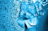 Man sends emails — Stockfoto