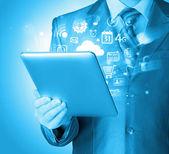Usando o tablet pc — Foto Stock