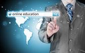 仮想画面上の検索バーで書かれたオンライン教育. — ストック写真