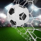 Fotboll i netto målet — Stockfoto
