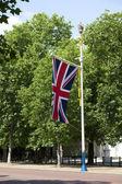 Flaggstång med brittiska flaggan — Stockfoto