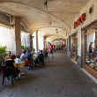 Tourists in sidewalk cafes in Genoa, Italy — ストック写真