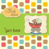 Orsacchiotto divertente nel passeggino, annuncio carta di bambino — Foto Stock