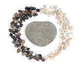 心形白色背景上的石头 — 图库照片