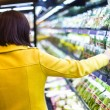 Young woman shopping in the supermarket — Stock Photo