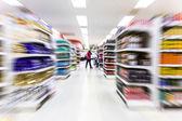 Empty supermarket aisle,motion blur — Stockfoto