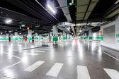 Parque de estacionamento subterrâneo vazio — Fotografia Stock