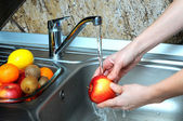 Washing the apples — Stock Photo