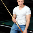 Portrait of a young man playing snooker — ストック写真