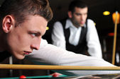 Young professional play snooker — Stock Photo